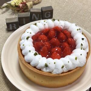 いちごのベイクドチーズケーキ_ホール
